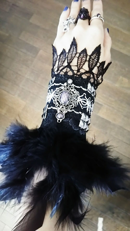 Metal Feather Arm Glove