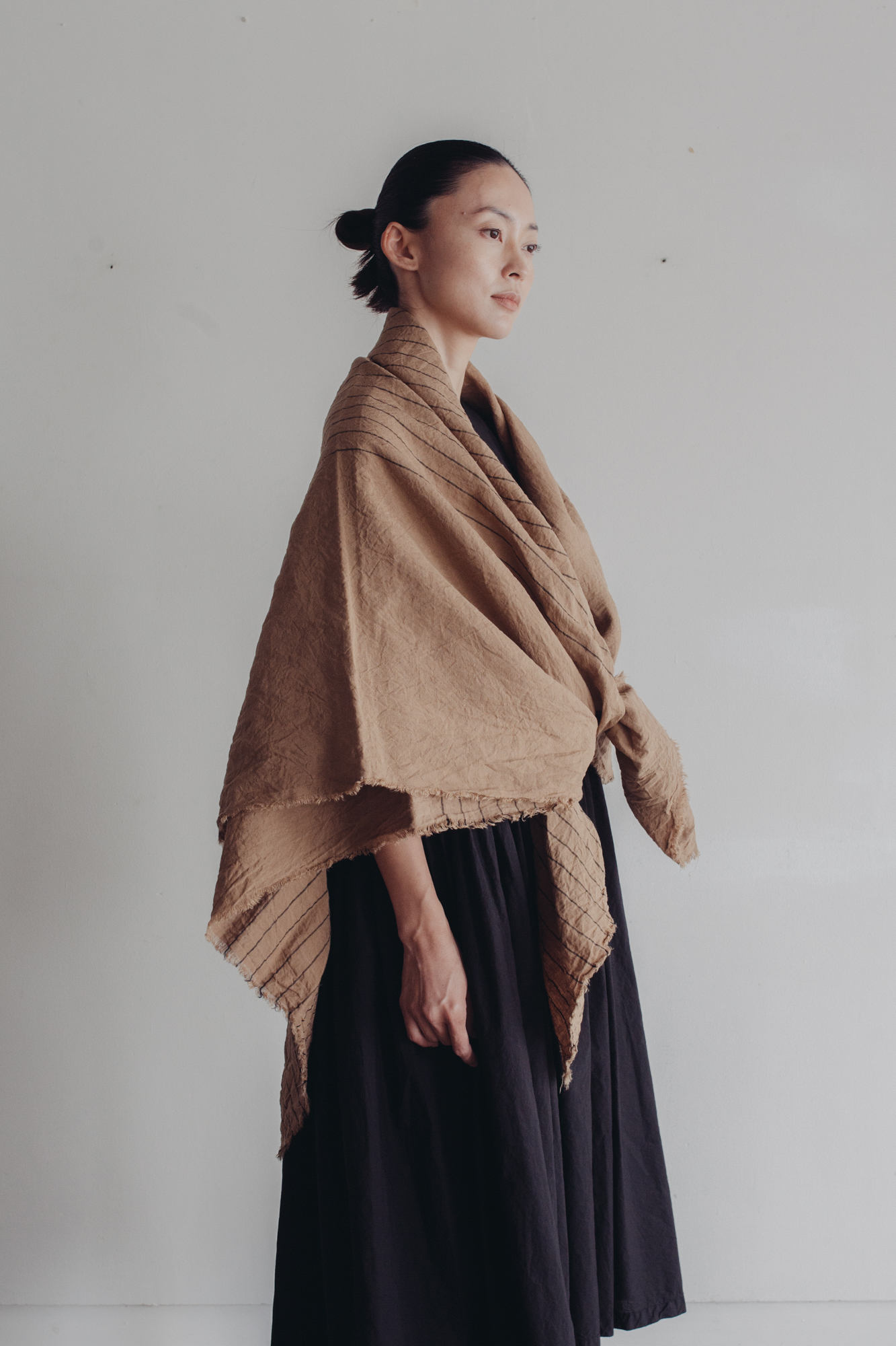 01531-2 yarn dye linen stole / beige