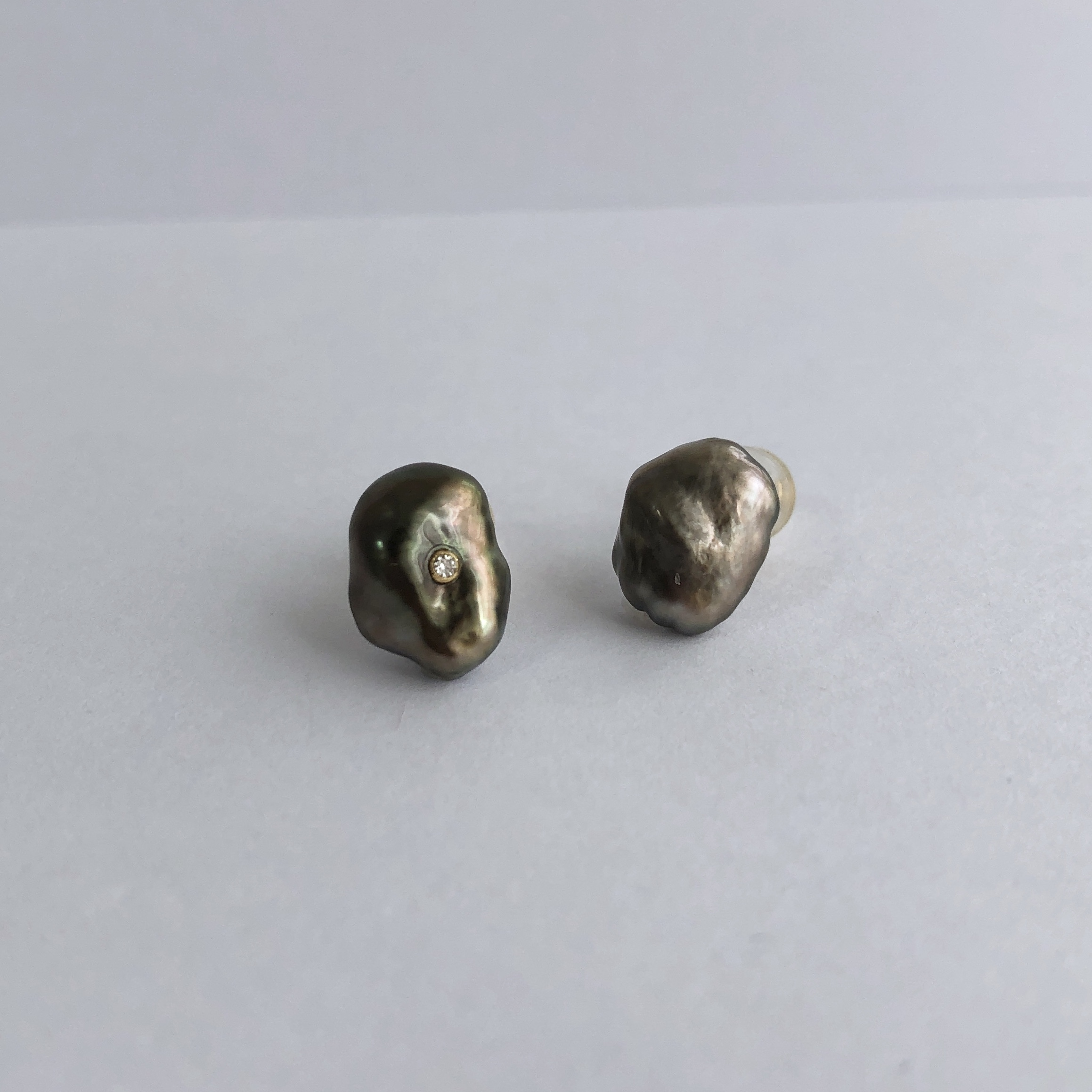 Charcoal Grey Keshi Pearl Peaces with a Diamond / K18YG・Pair