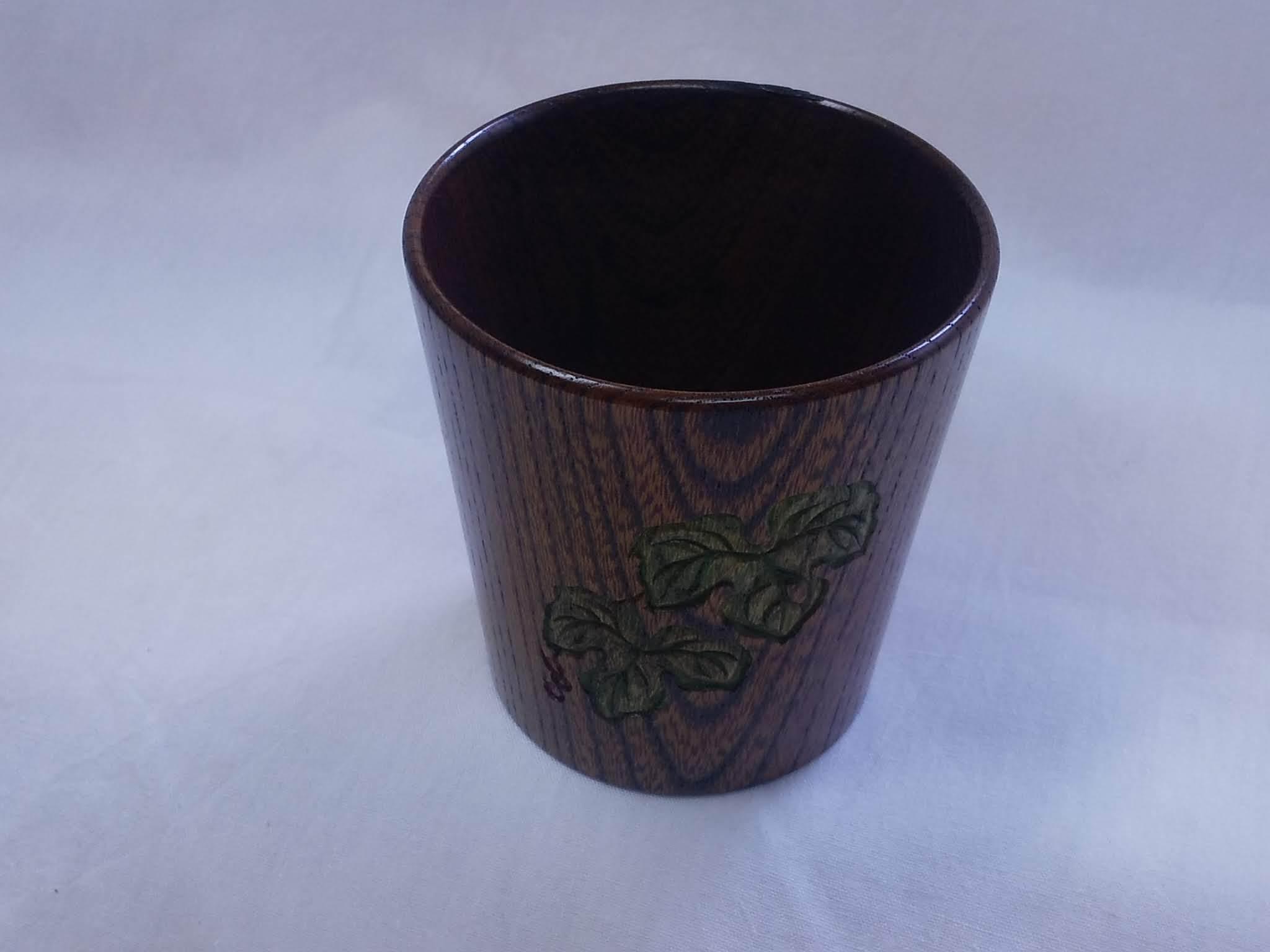 カップ(野葡萄彫刻入り)