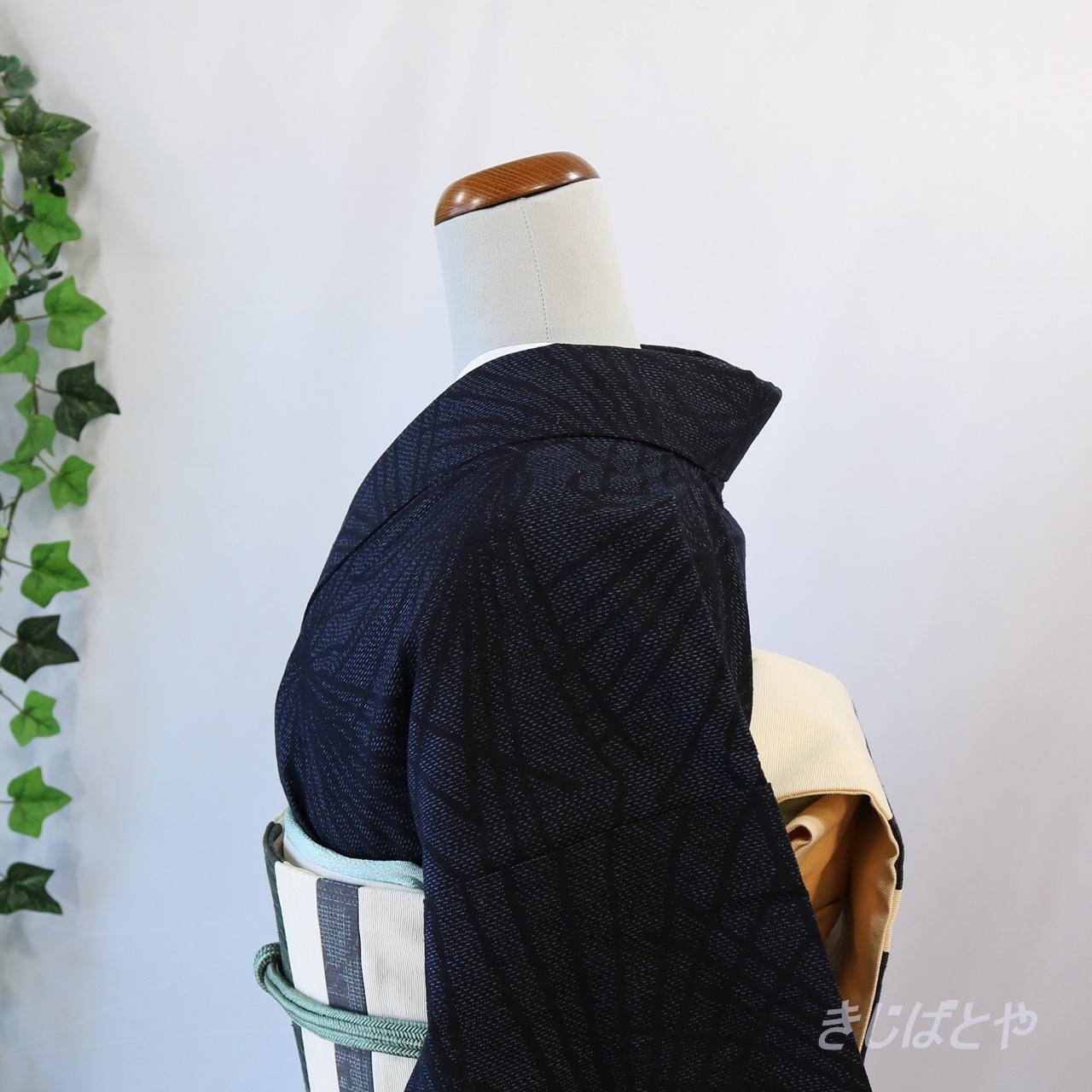 【Y様ご予約品】正絹紬 黒地に松の小紋 袷