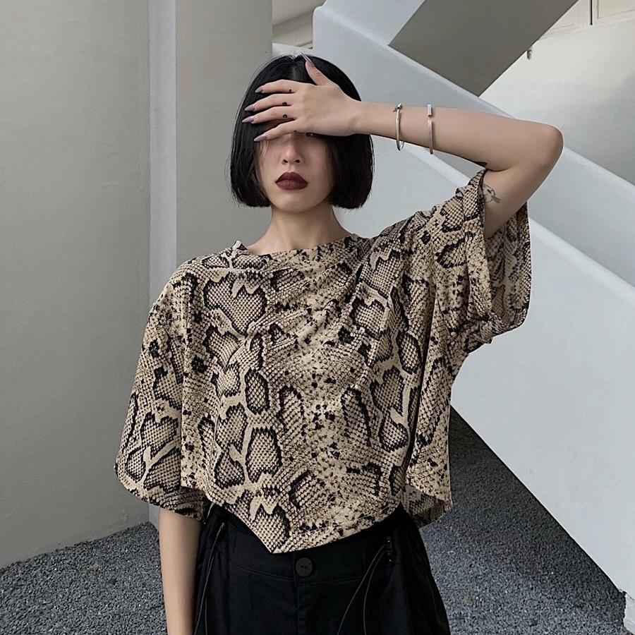snake short t-shirt