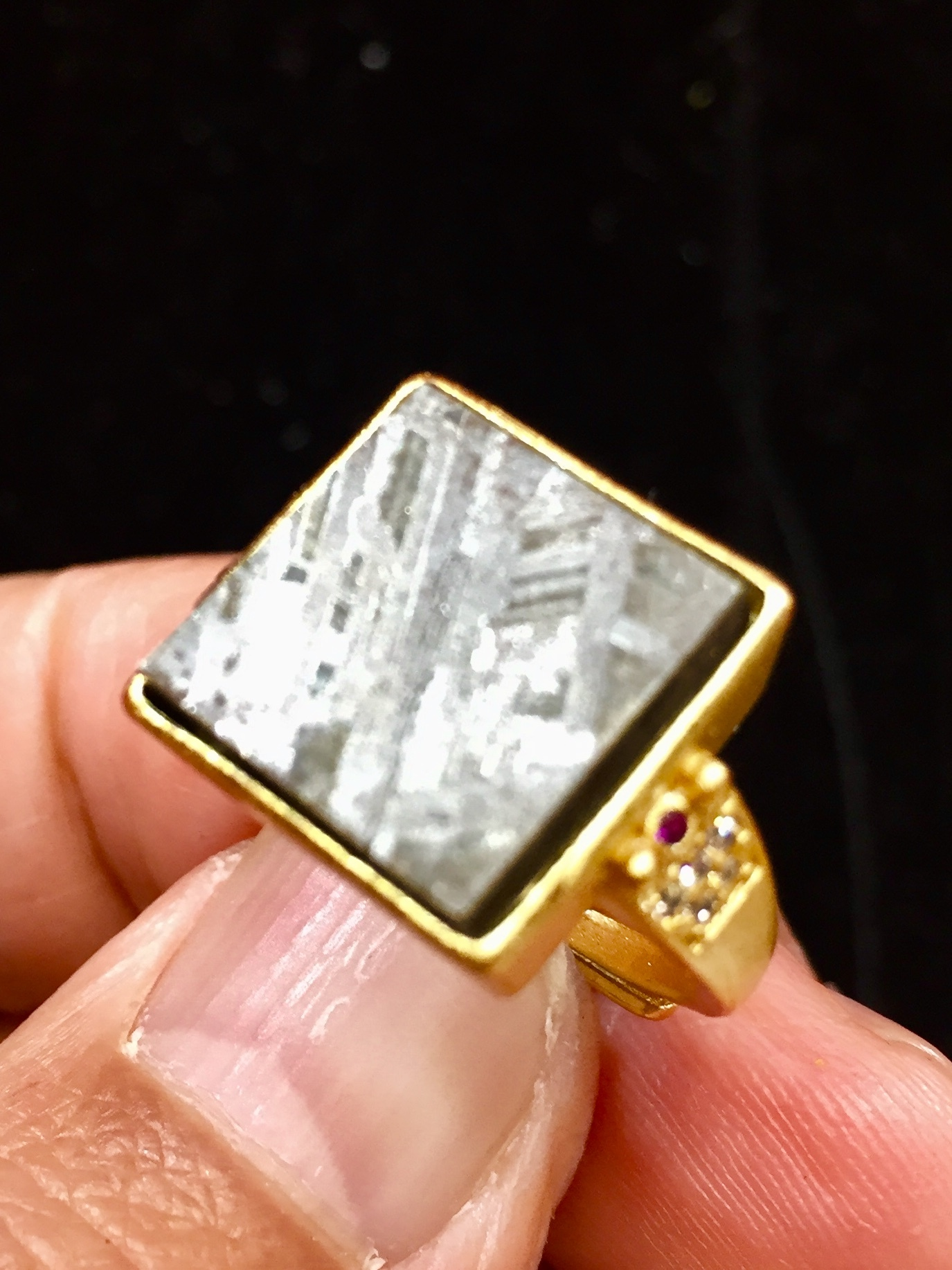 1) ムオニナルスタ・隕石リング