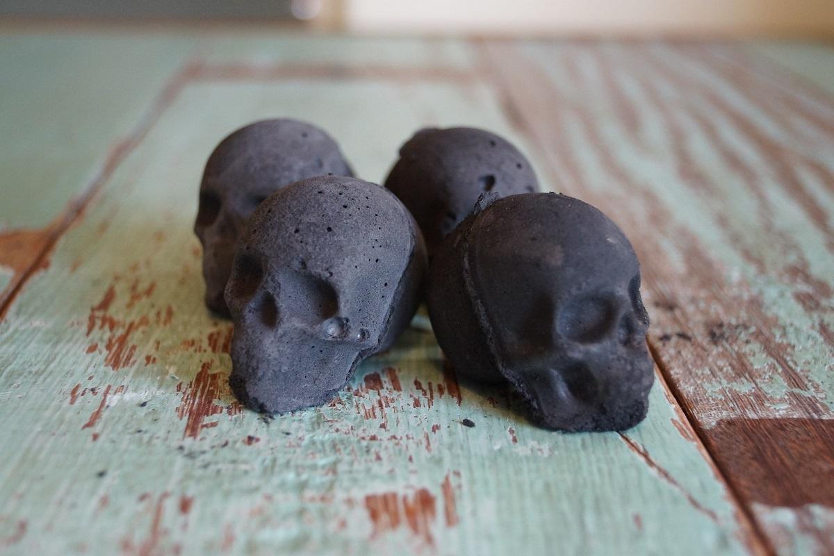燃えるガイコツ 「ミニ炎の骨っつぁん」MINI 4個セット 骸骨炭 スカル炭 ハロウィンキャンプ