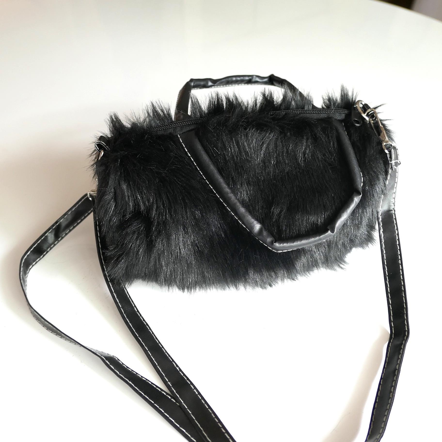 c[R02]冬の定番 ファーバッグ 2way 万能なブラック