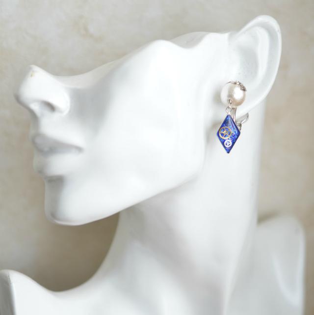 【耳が痛くならないイヤリング】コットンパール付き・ダイヤ形(B)
