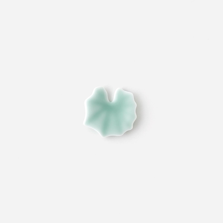 青白磁 つわの葉箸置