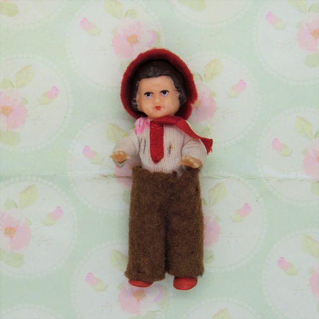アリドール 赤い帽子の女の子