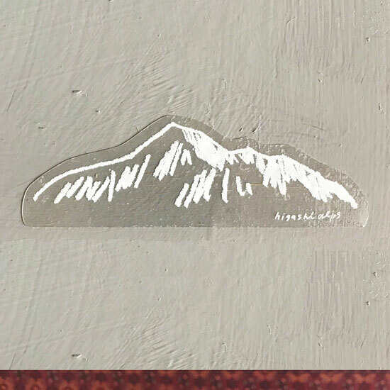 HIGASHI ALPS(ヒガシアルプス)白い山ステッカー