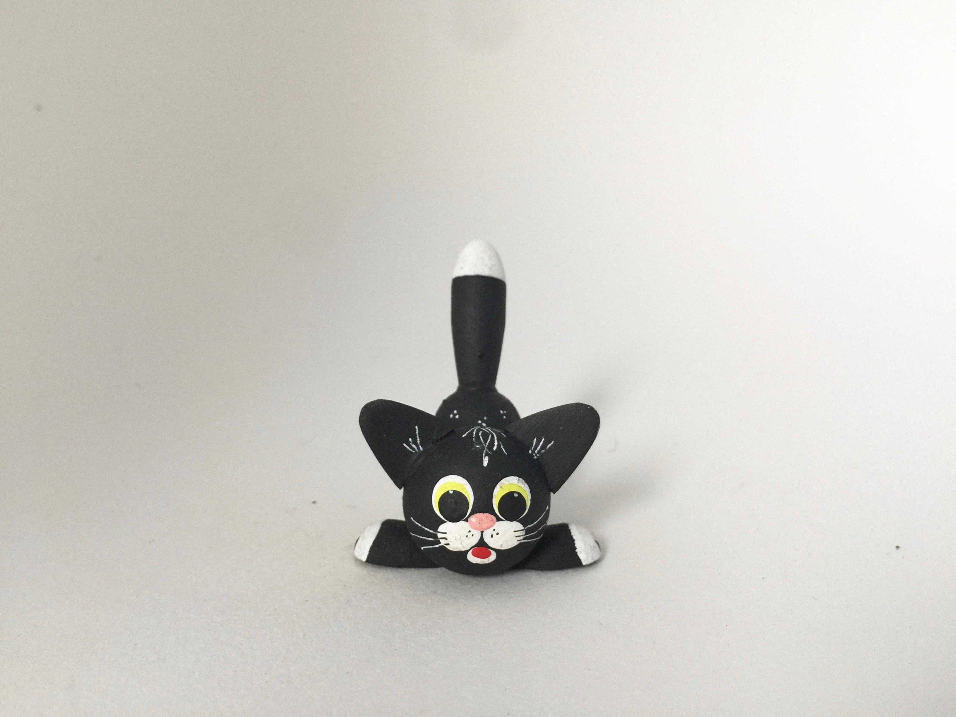 ロシアの木製ミニマスコット(黒ネコ2)