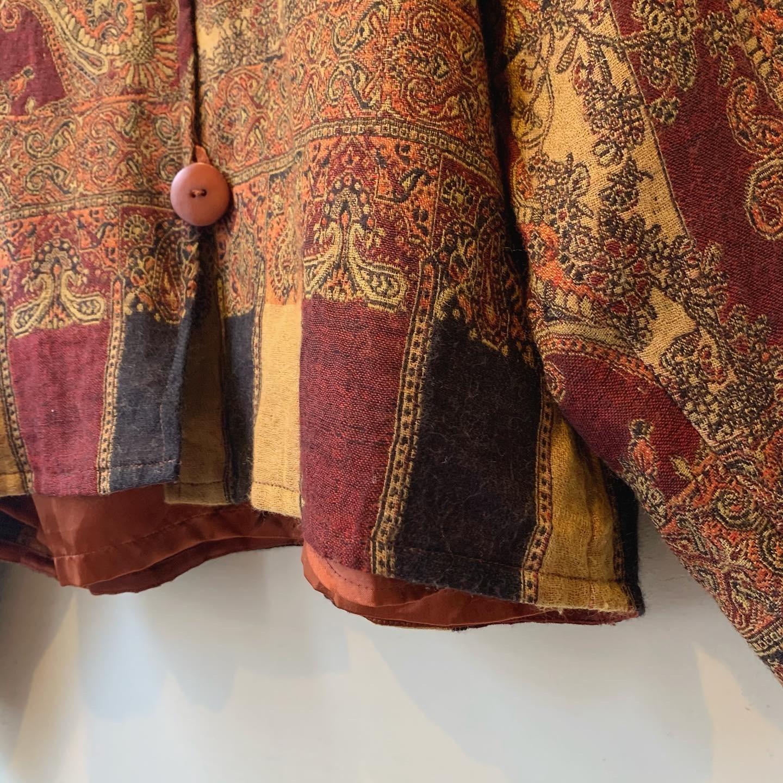 vintage paisley design tops