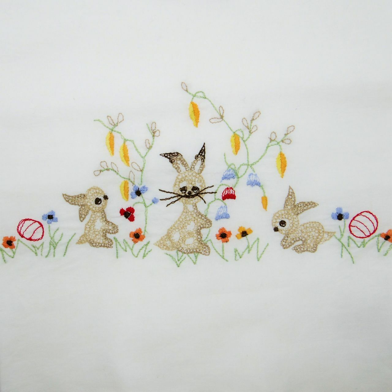 イースタークロス うさぎとお花の刺繍