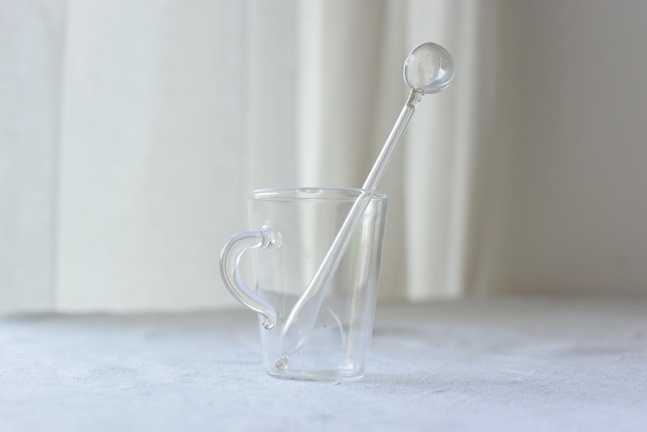 小さな吹きガラスのスプーン