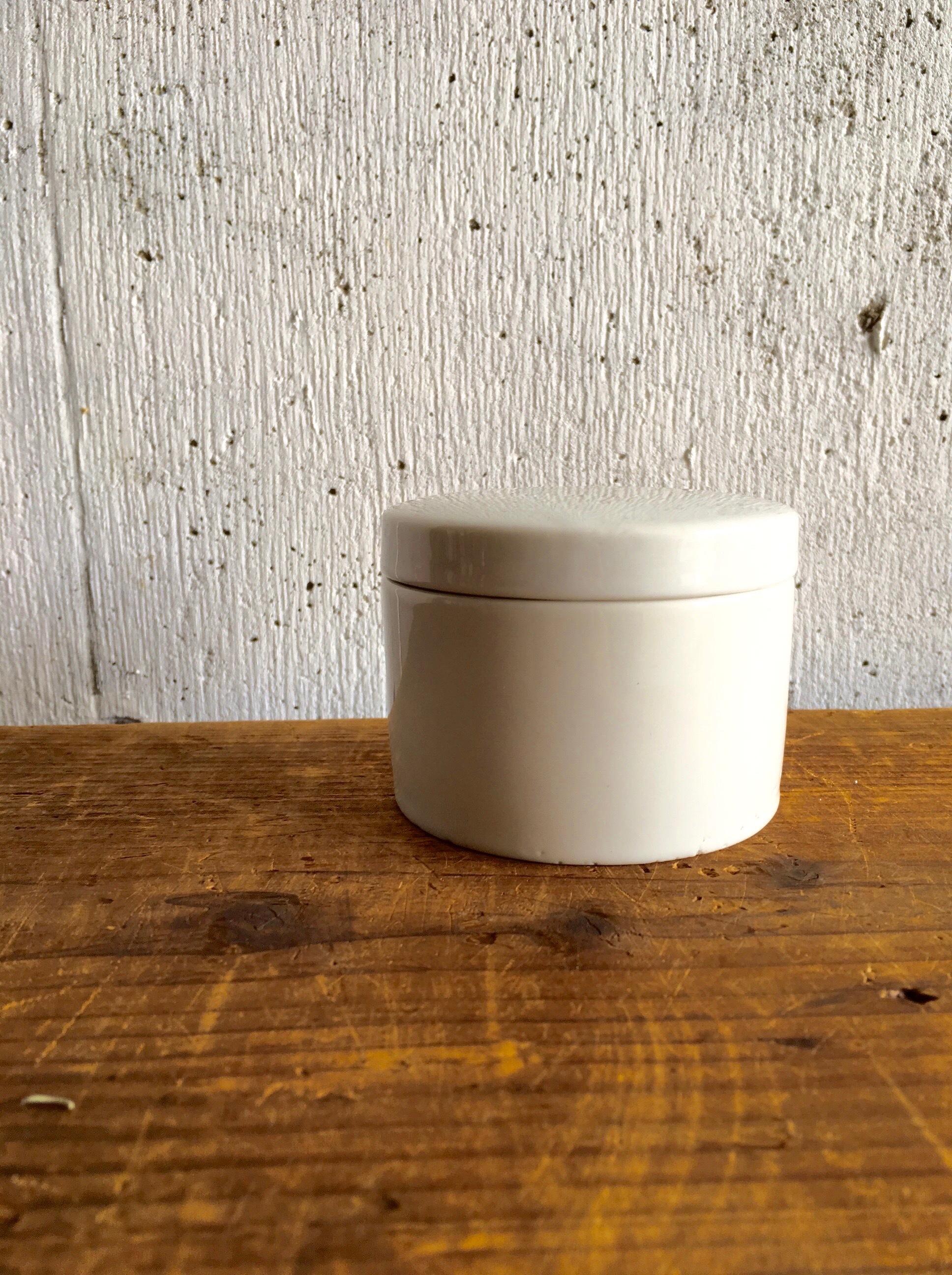 白い陶器の入れ物[古道具]