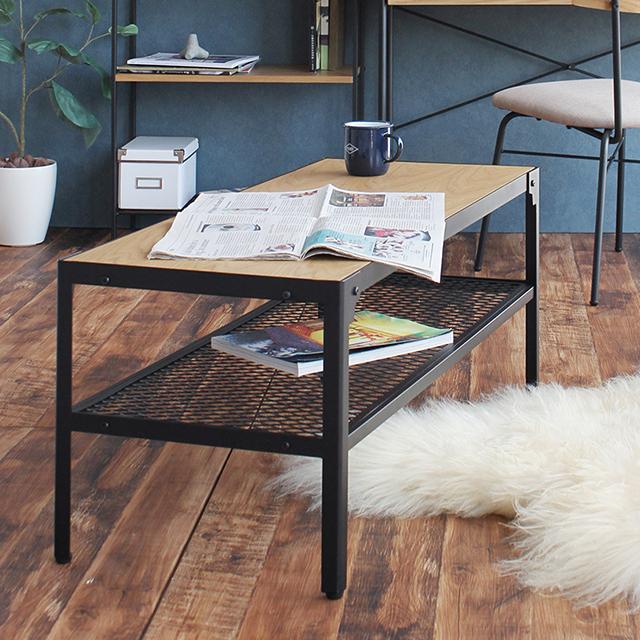 フェンス棚付きテーブル。オークの木製天板とアイアンの組み合わせが絶妙。
