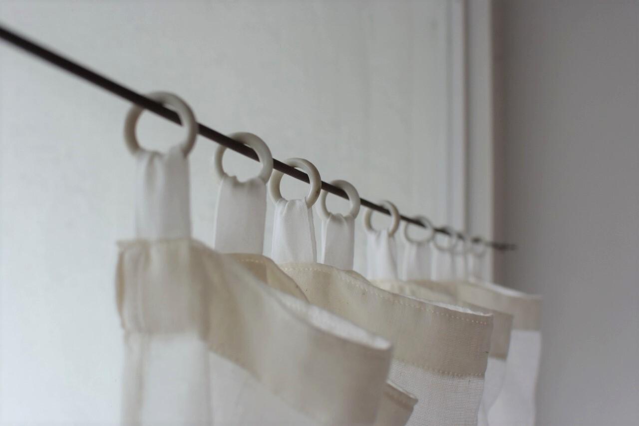 古い白磁リングのガーゼカーテン
