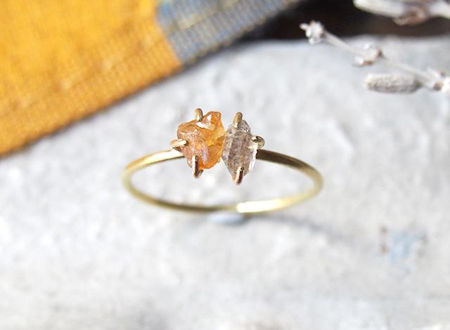 原石のイエローサファイアとダイヤモンドクォーツのリング
