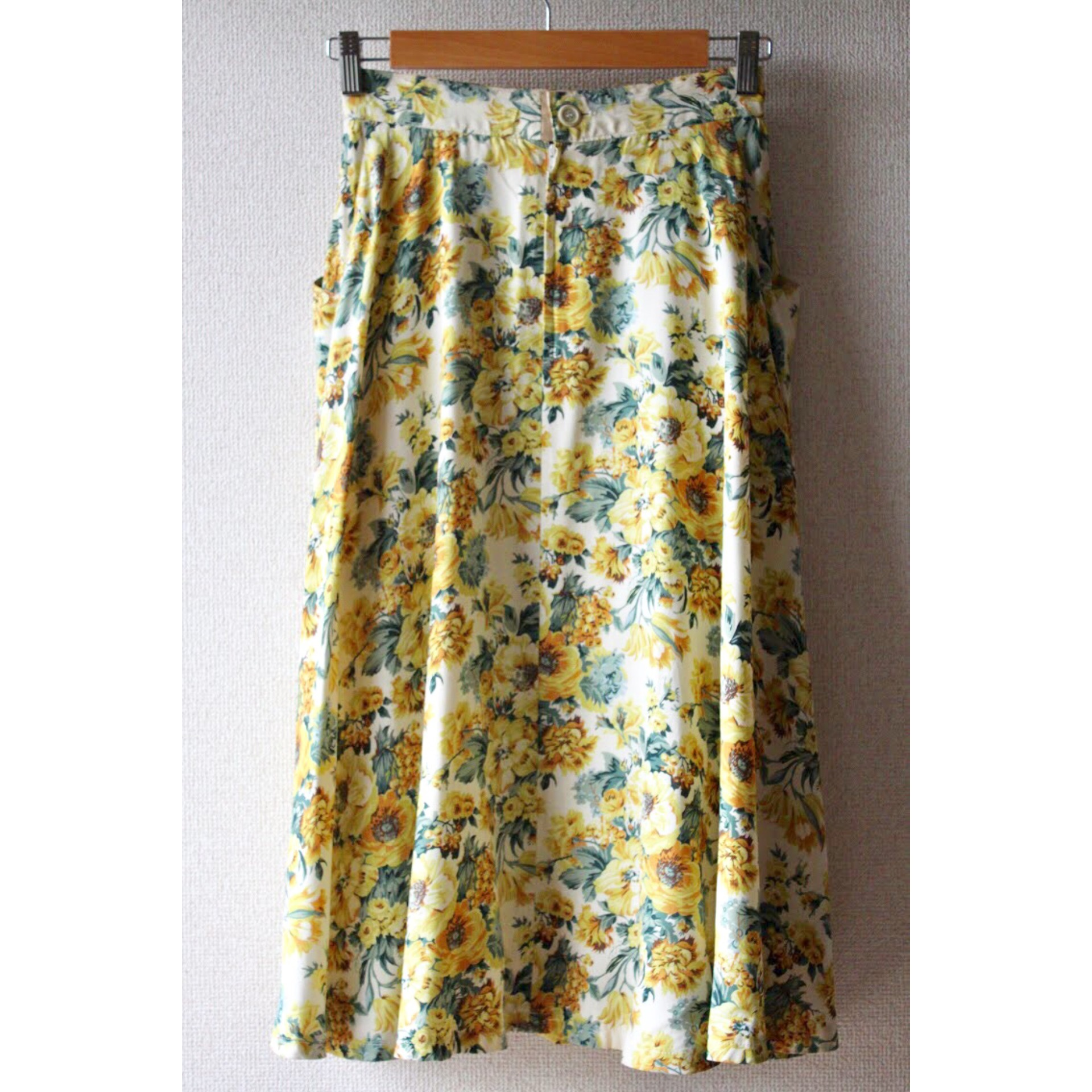 Vintage flower pattern skirt