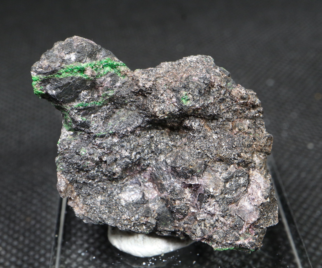 ウバロバイト クリノクロア クロマイト 灰クロム柘榴石 カリフォルニア産 35,4g UV010