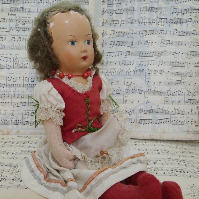 パピエマシェ 赤い服のお人形