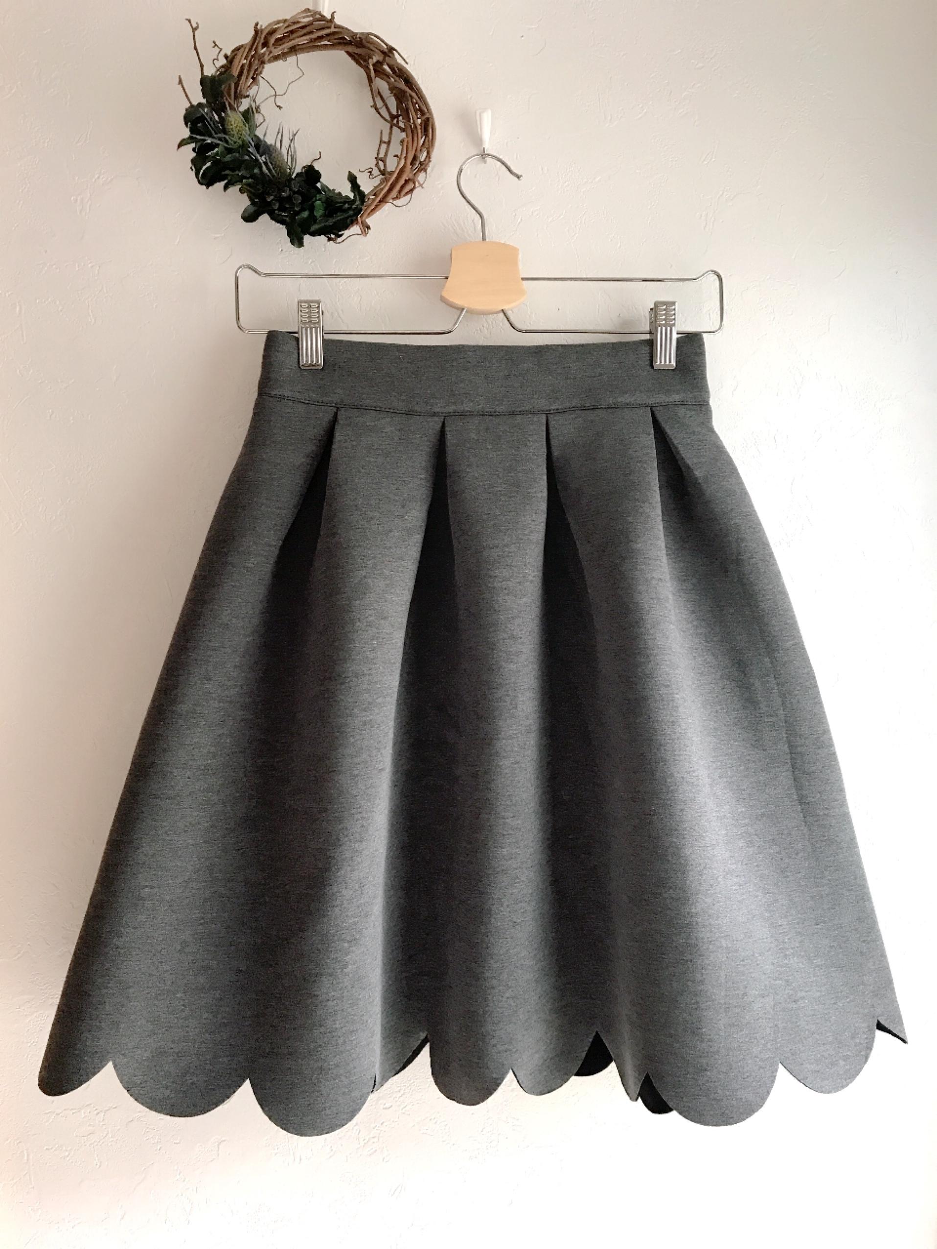 スカラップカットのふんわりボンディングスカート グレー