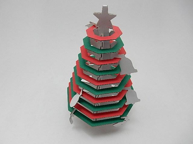 段ボールでつくるクリスマスツリー