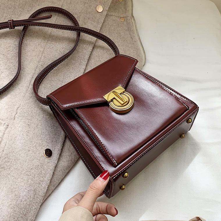 【送料無料】 上品見え♡ 大人可愛い スクエア型 フェイクレザー ミニサイズ ショルダーバッグ 斜めかけ 鞄