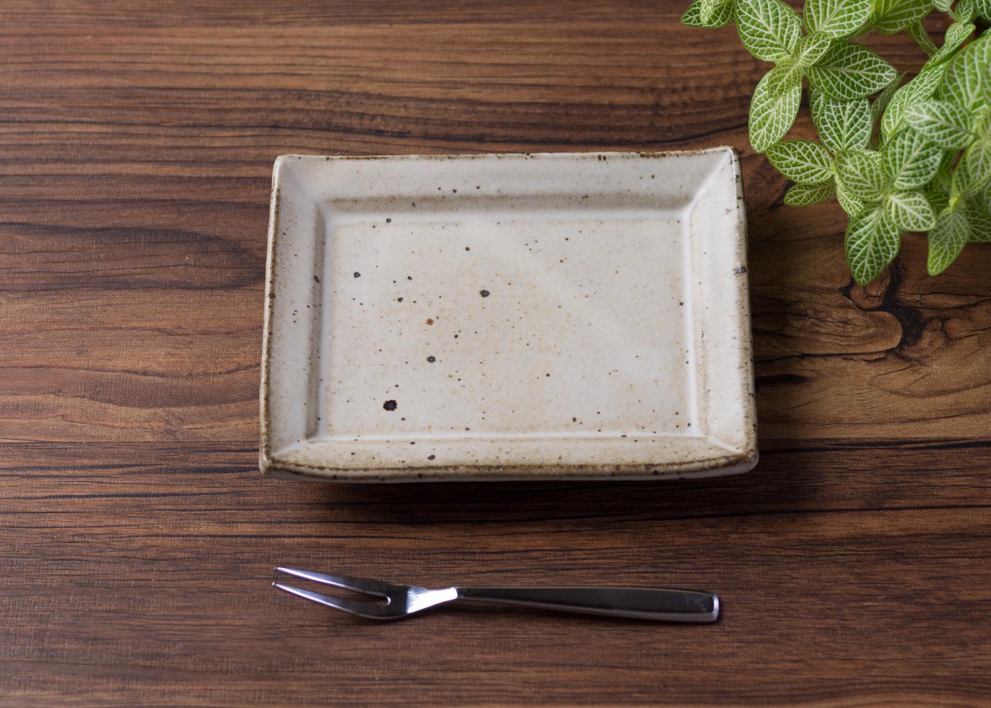 粉引 角小皿 1/くるり窯