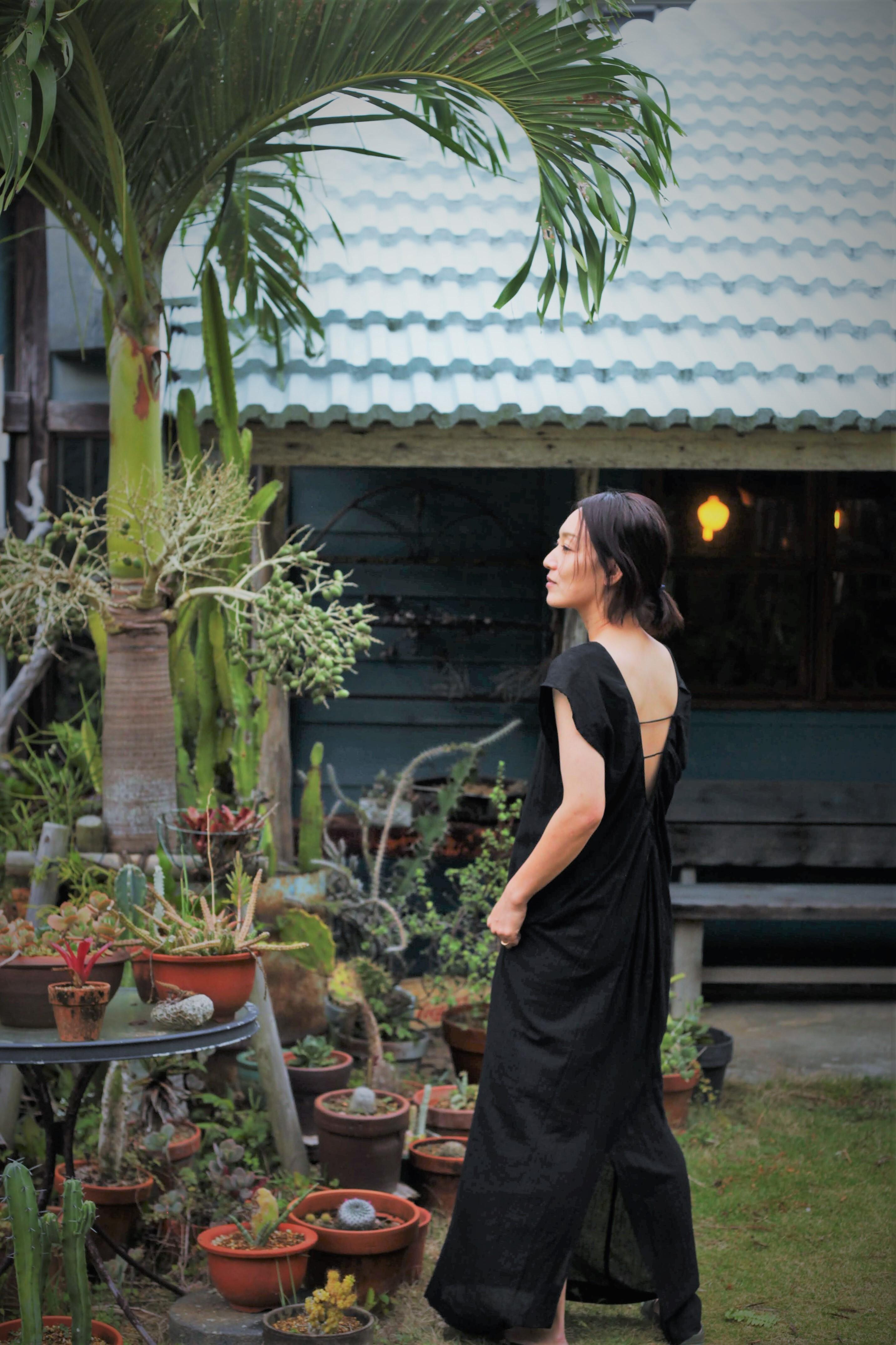 綿麻スラブローン素材のロングコクーンドレス BLACK