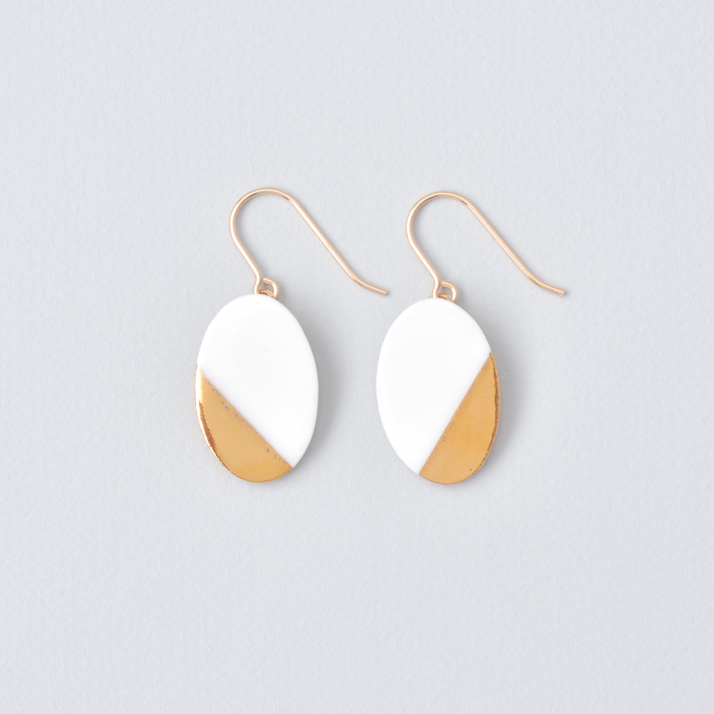 白磁金彩ピアス- オーバルプレート・ブライトゴールド