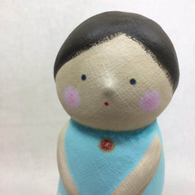 あおぞらの少女(粘土細工 人形 置物 オブジェ)