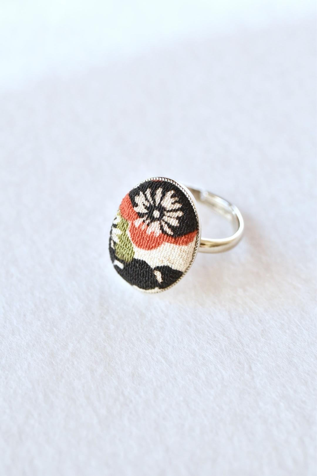梅模様のリング 白黒赤緑