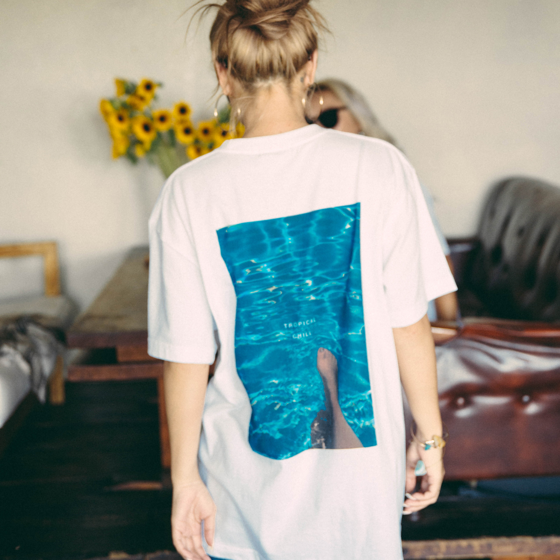 """TROPICAL POOL""  S/S TEE - ホワイト"