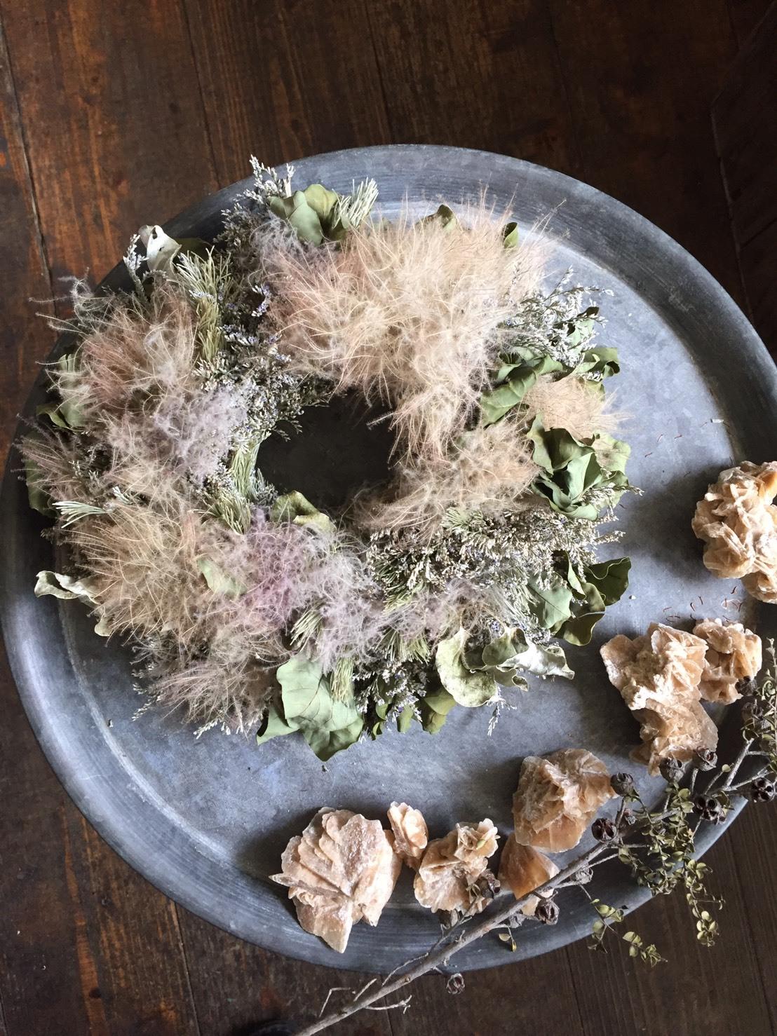 Dried smoketree with sea lavender wreath A (ドライスモークツリーとハイブリッドスターチスのリースA)