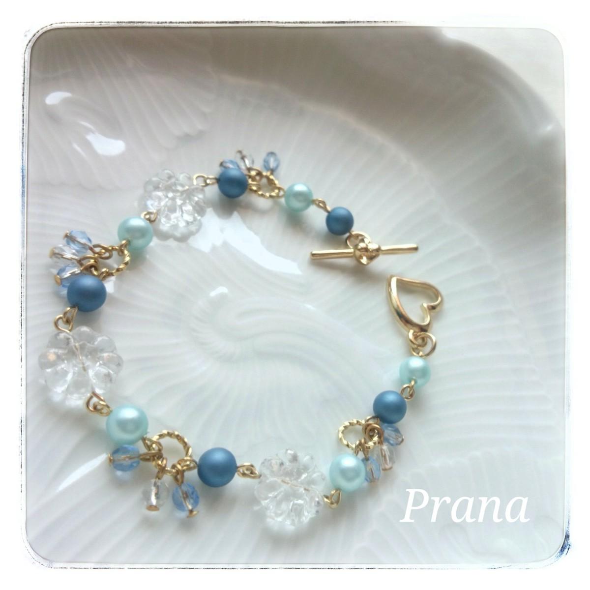 夏にぴったりの二色の青いパールに透明感が美しいチェコフラワービーズのブレスレット 『mon favori (モンファヴォリ)』ブレスレット