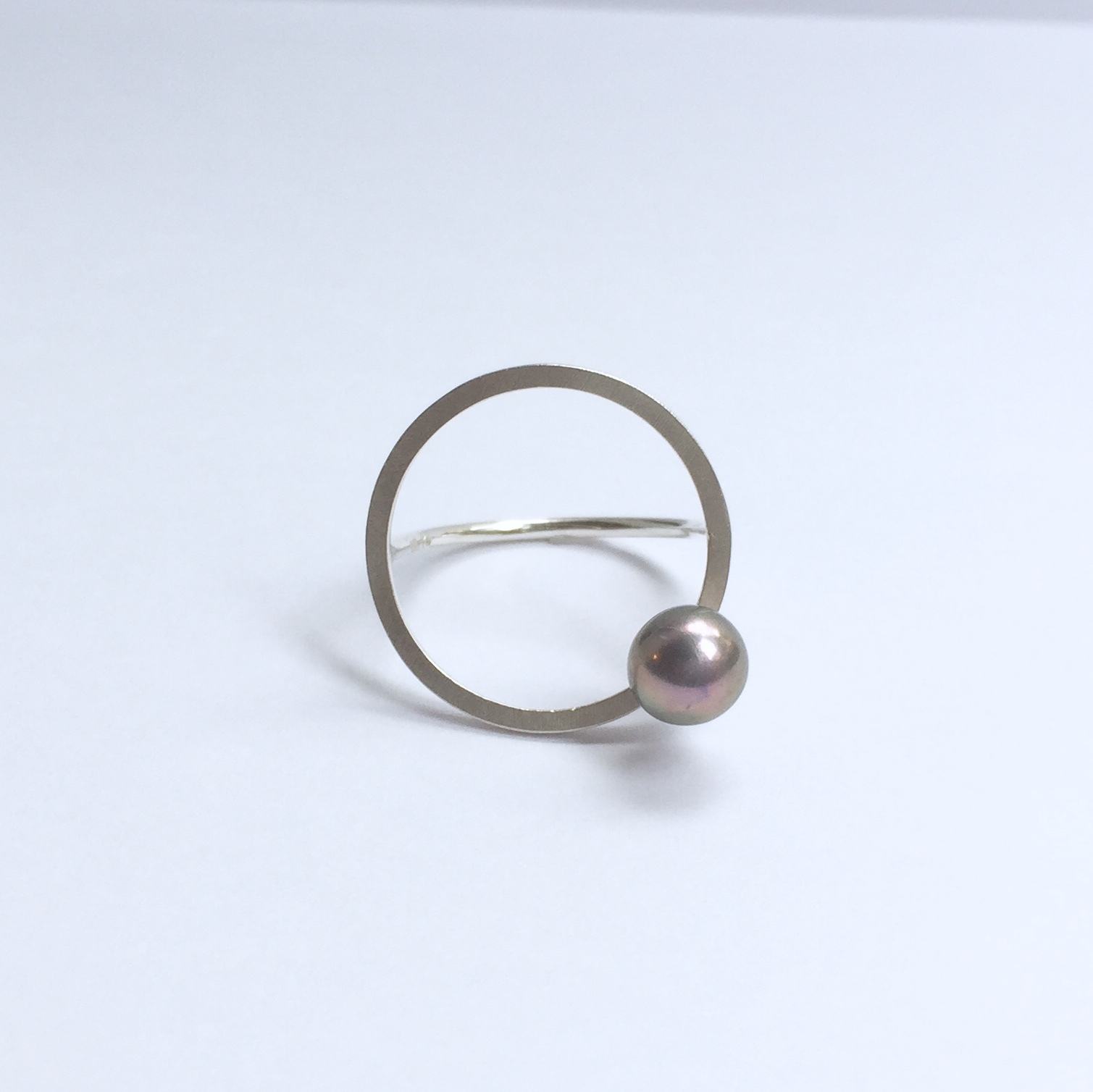 One Pearl on Circle Ring - Silver