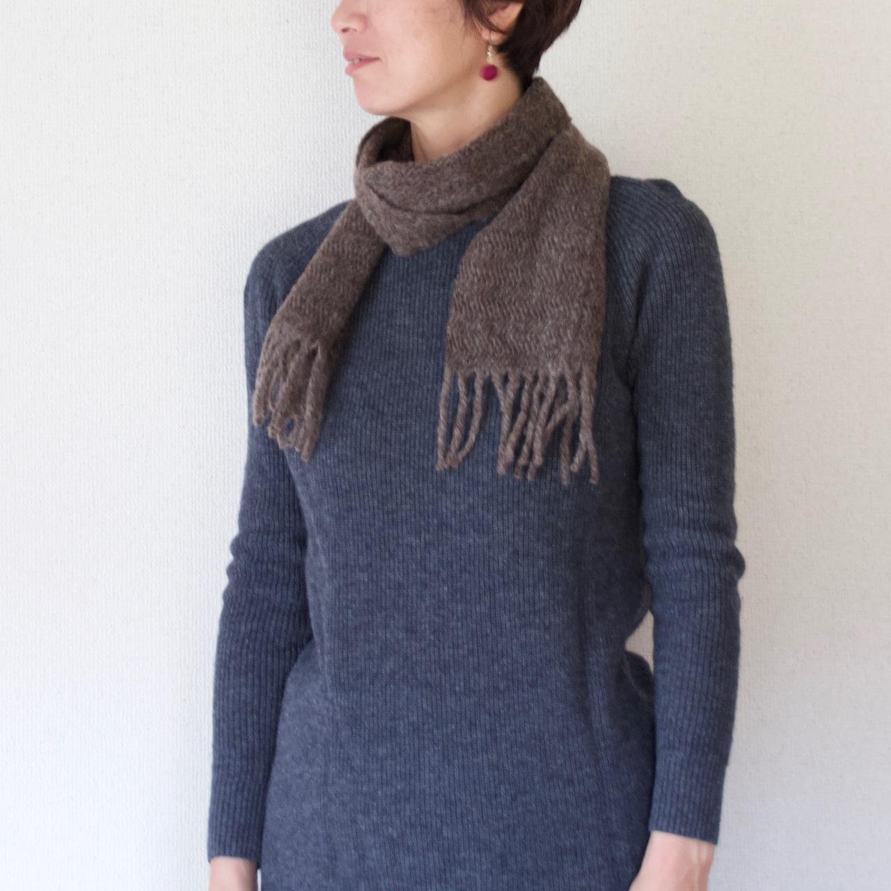 手紡ぎ手織りのマフラー〈やわらかしっとりタイプ〉(縦畝・ダークブラウン)