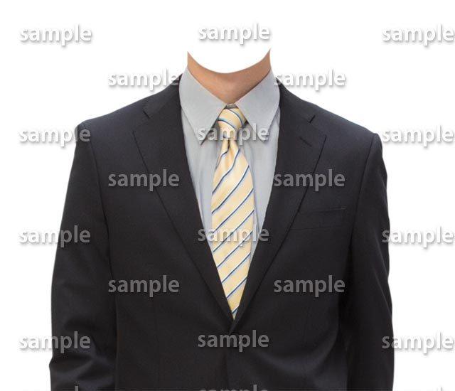 男性黒スーツ黄色ネクタイ正面