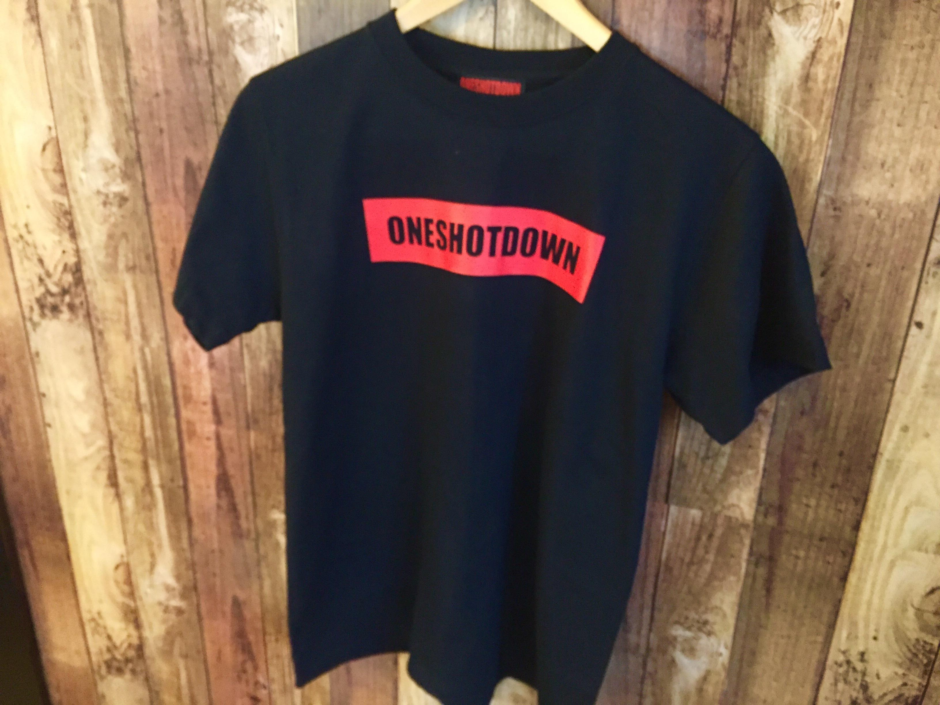 ONESHOTDOWN ボックスロゴ Tシャツ - 画像3