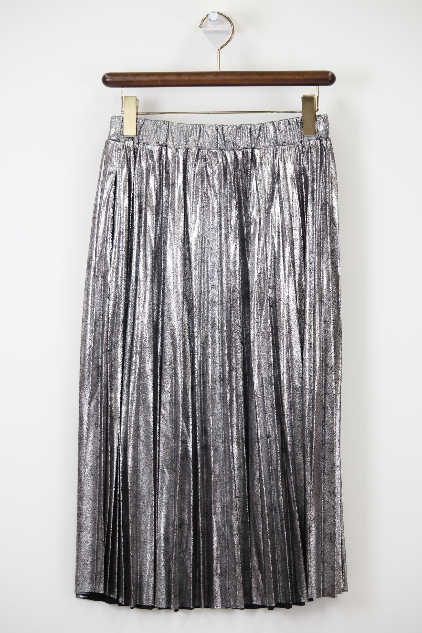 シルバーラメのプリーツスカート