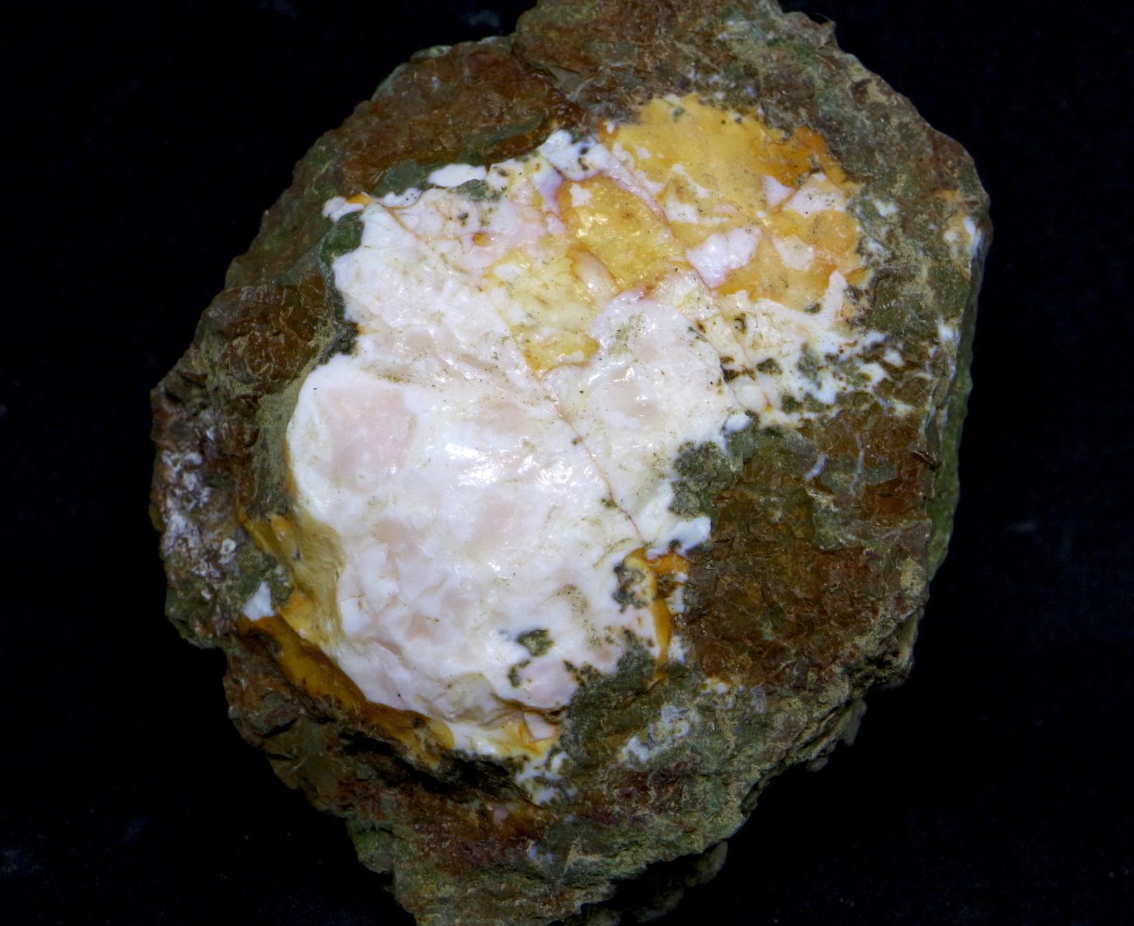 サンダーエッグ オパール 瑪瑙 原石 144,7g THE002