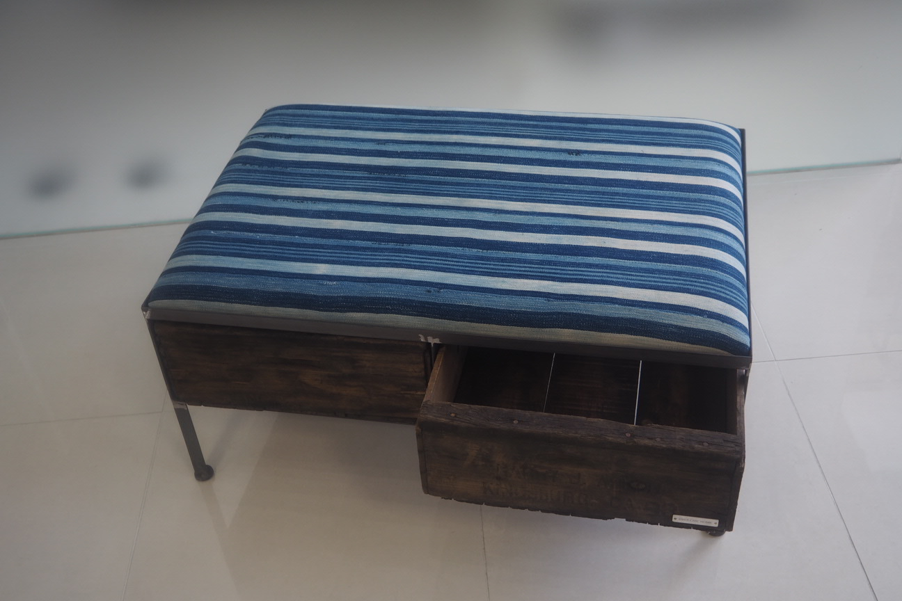 品番UAIW-120  2drawer ottoman[wide/African indigo batik tribal]