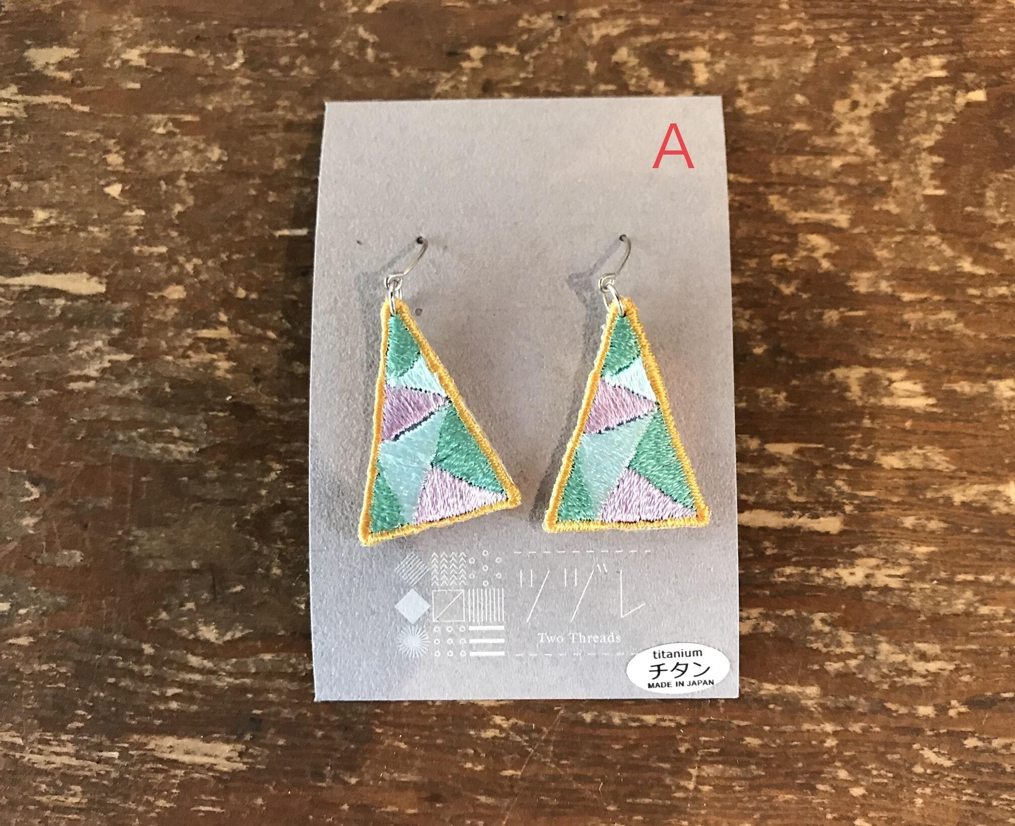 刺繍ツヅレ ピアス 三角幾何学