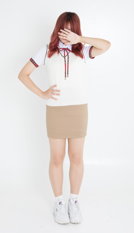 【レンタル3泊4日】レッドシャツ&ベージュスカート【上下セット・ネクタイ1本無料】