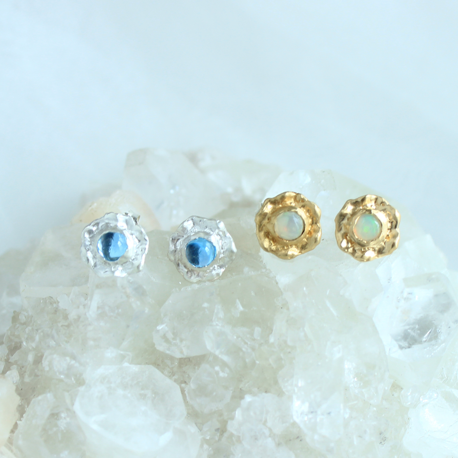 Pierce / Frill Gem ( Blue or White )