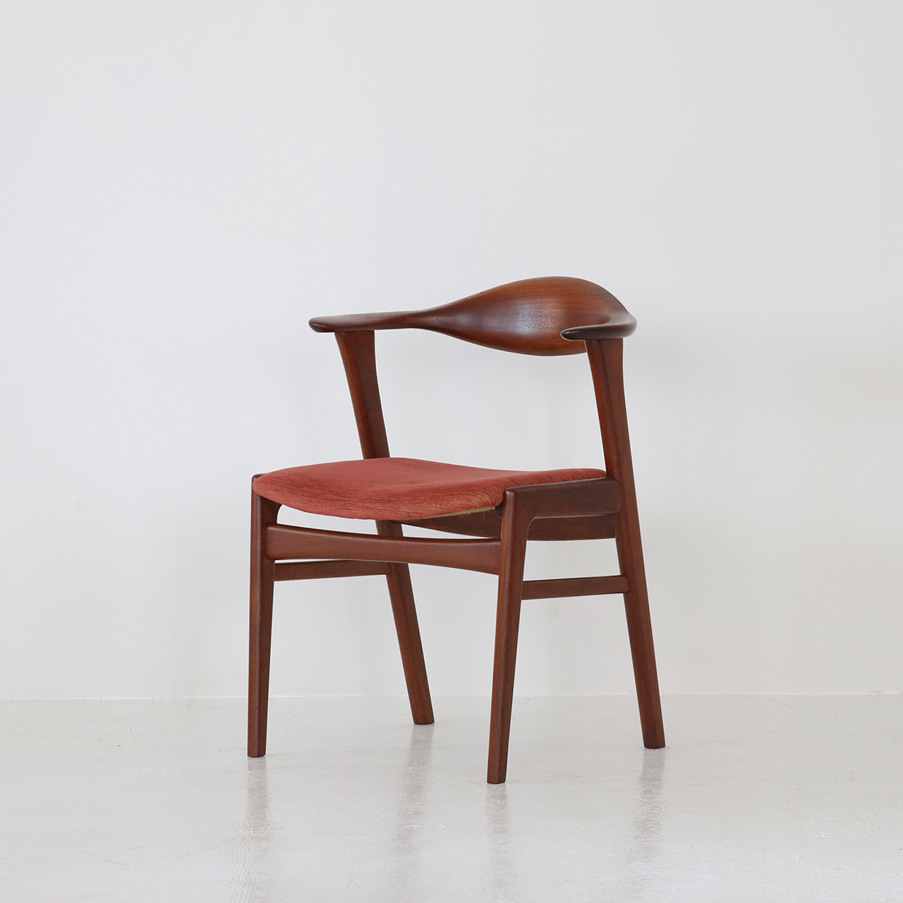 Half arm chair / Erik Kirkegaard