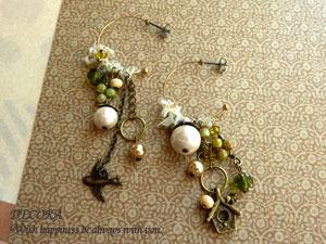 黄金色の鳥と巣箱とたっぷり木の実の耳飾 / ピアス