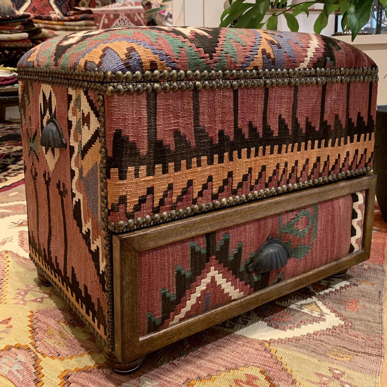 ヴィンテージキリムスツールボックス