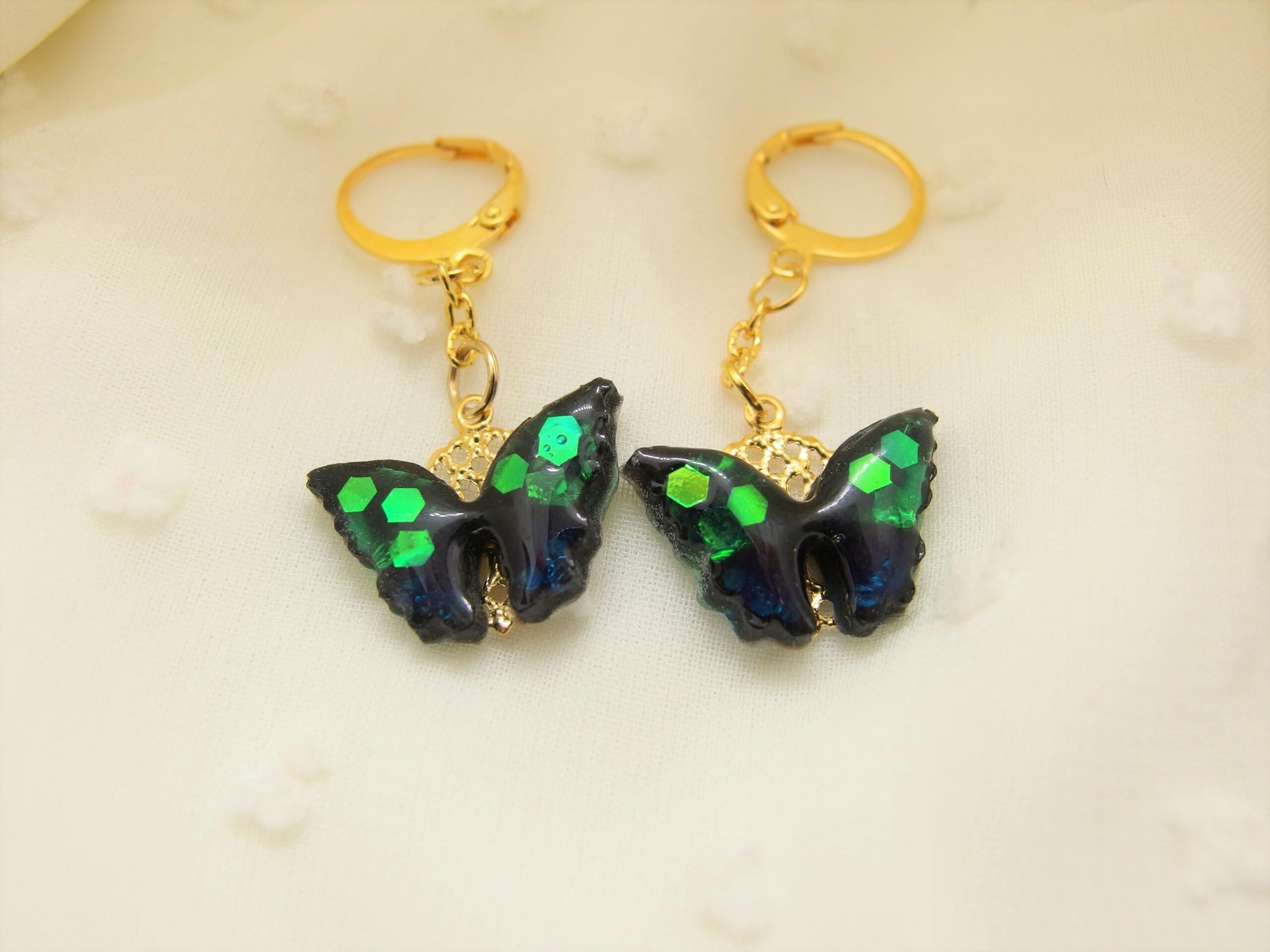 ゆらゆらゆれるかわいい蝶のピアス