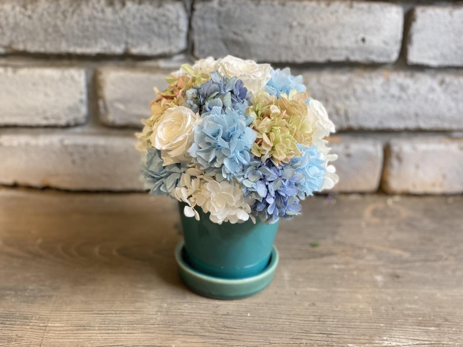 【母の日ギフト】プリザーブドフラワーアレンジメント ホワイトブルー